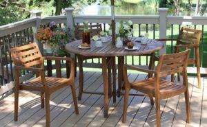 Nên chọn những bộ bàn ghế cafe ngoài trời có thiết kế nhỏ gọn dể di chuyển và bảo quản