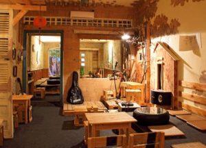 Bàn ghế cafe gỗ cho không gian phòng ấm cúng