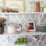 Vì sao nên thiết kế kệ treo tường nhà bếp?