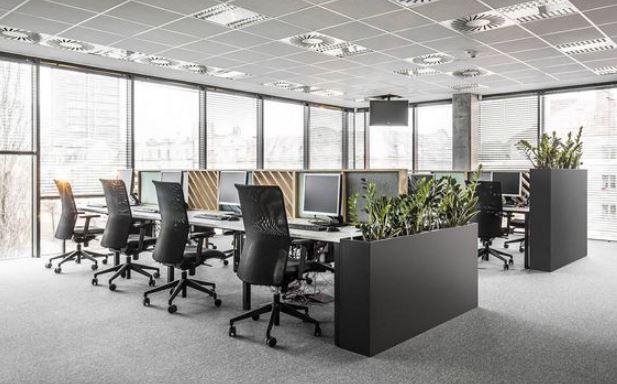 Nội thất văn phòng hiện đại với gam màu đen xám