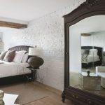 Cách treo gương trong phòng ngủ hợp phong thủy đón tài lộc cho gia chủ
