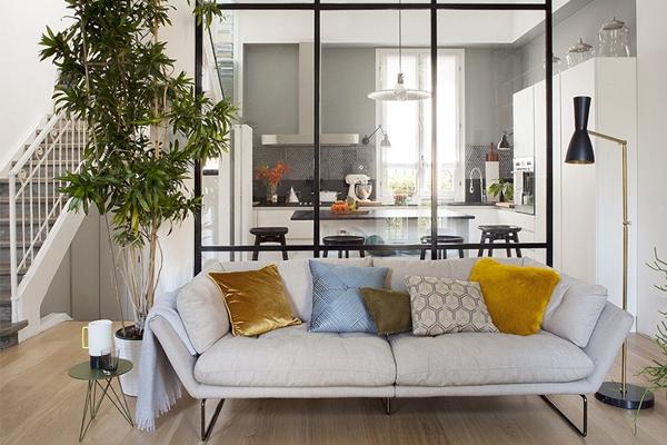 vách ngăn giữa phòng khách và phòng ăn bằng kính