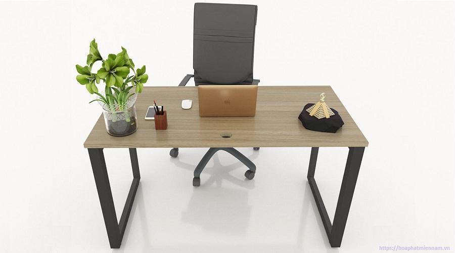 Chiều rộng 70cm là kích thước tiêu chuẩn của bàn làm việc