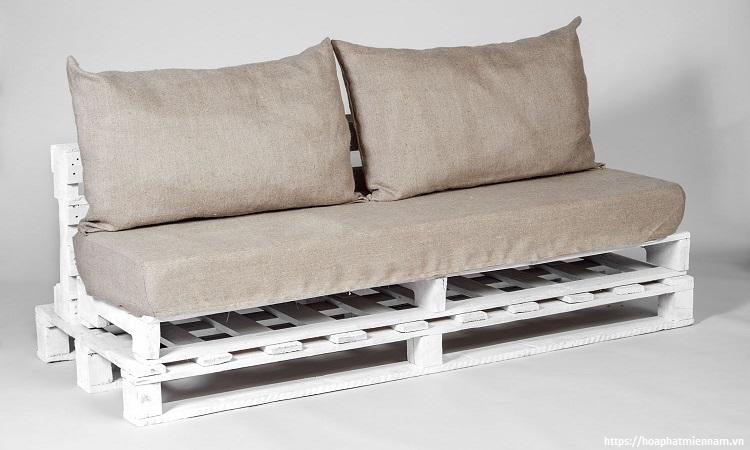Sofa bằng gỗ pallet tuy đơn giản nhưng vẫn tạo sự cuốn hút ánh nhìn mọi người
