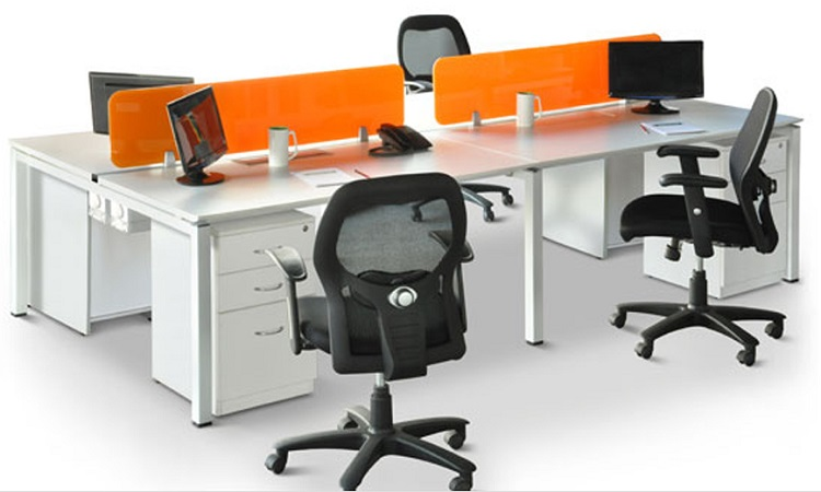 Vách ngăn bàn module với gam màu cam nỗi bật