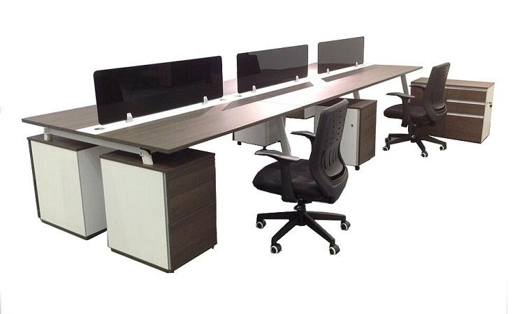 Mẫu bàn cụm dài với thiết kế rộng rải