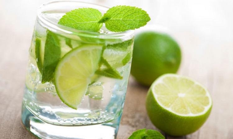 Sử dụng nước chanh muối để khử mùi tủ gỗ