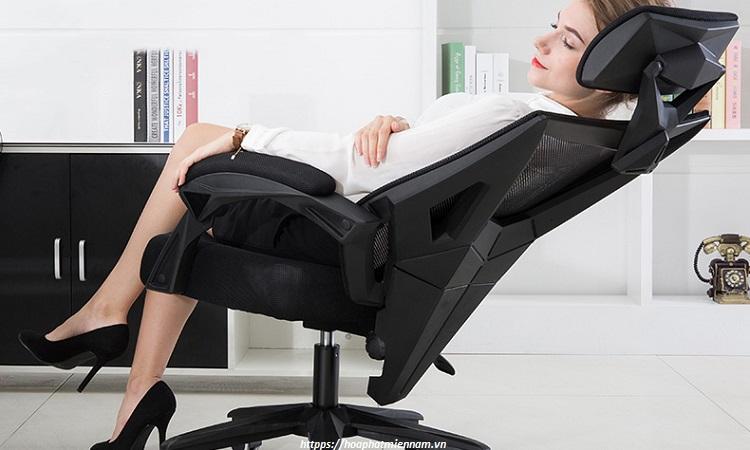 Ghế tựa lưng được bà bầu sử dụng khi làm việc văn phòng.