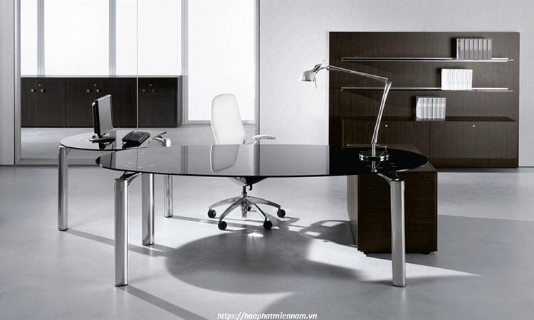 Ngoài bàn chữ nhật, người mệnh kim có thể lựa chọn các mẫu bàn làm việc tròn, bàn oval