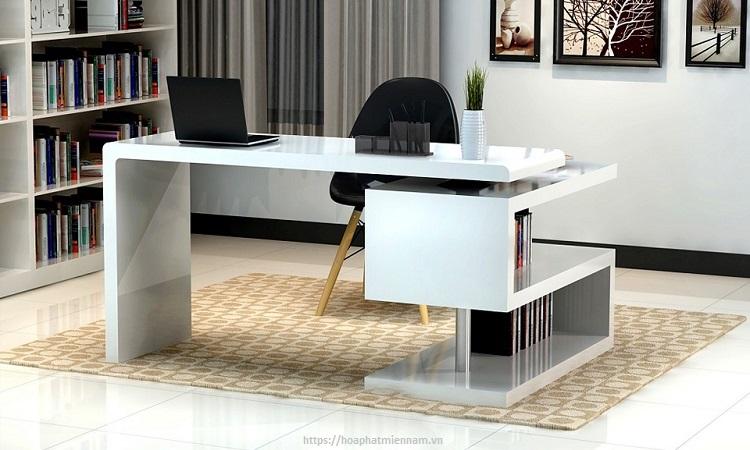 Vật dụng trên bàn làm việc cần bố trí gọn gàng
