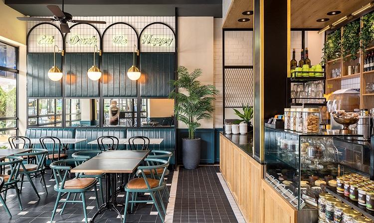 Quán cafe với trang thiết bị, bàn ghế phù hợp với khả năng vốn sẵn có