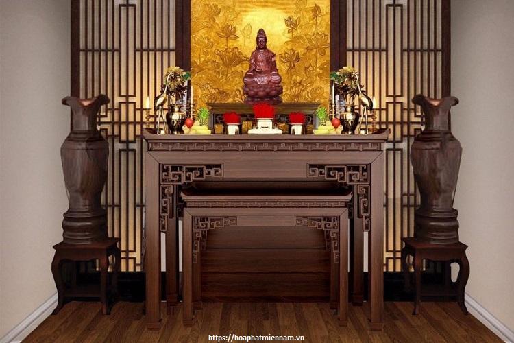 Không gian bên dưới bàn thờ nên để thoáng đảng tránh việc chất đồ đạc không cần thiết bên dưới