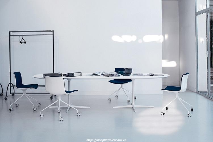 Mẫu bàn làm việc nhân viên hiện đại