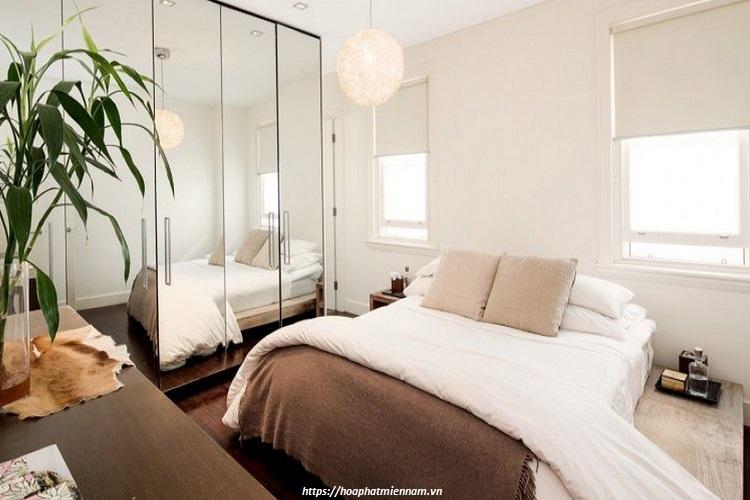 Mẹo đơn giản sử dụng gương lớn trang trí trong phòng ngủ nhỏ giúp căn phòng rộng thêm gấp bội mà lại càng đẹp
