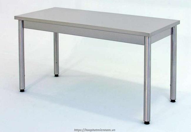 Bàn inox có giá cả hợp lý, cạnh tranh hơn những mẫu bàn làm việc khác