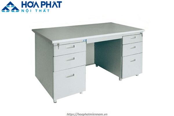 Bàn Hòa Phát LC14 có nhiều ngăn kéo giúp bảo quản tài liệu tốt hơn