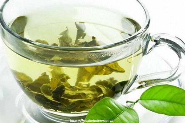 Nước trà cũng có tính làm sạch tốt, khữ mùi cho vác vật dụng bằng gỗ