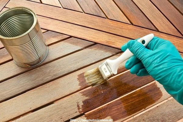 Sáp hoặc dầu ăn giúp tạo độ bóng và sạch trên bề mặt đồ gỗ