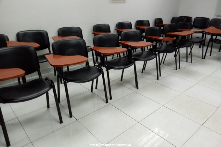 Ghế gấp có bàn giúp tăng thêm không gian làm việc trong các phòng họp hội nghị... hỗ trợ nhu cầu ngồi làm việc tức thời của nhiều người