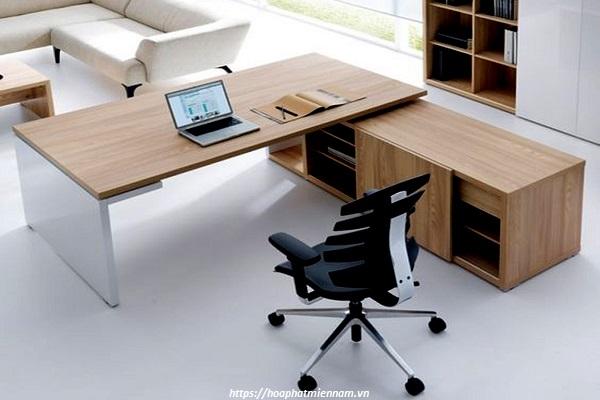 Chiếc bàn giám đốc gỗ tự nhiên đẹp sang trọng