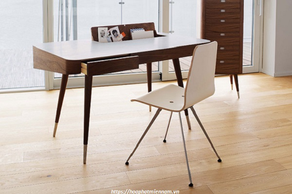Bàn làm việc gỗ tự nhiên với hộc ngang gắn trên liền bàn đẹp sang trọng 1
