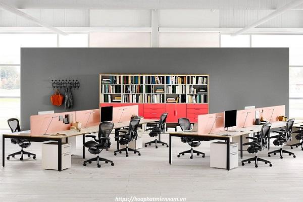Nên chọn bàn làm việc phù hợp không gian làm việc