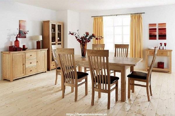 Bàn ghế làm từ gỗ cao su