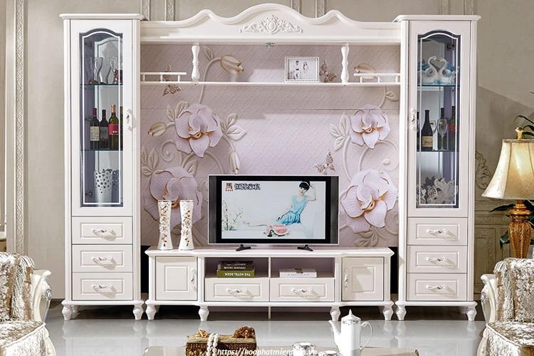 Không gian thiết kế phòng khách cổ điển lựa chọn kệ gỗ trang trí có phong thái cổ điển là sự kết hợp ăn ý nhất