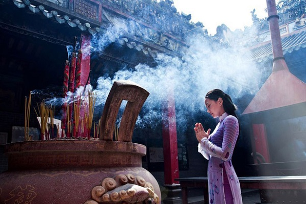 Đi lễ chùa đầu năm