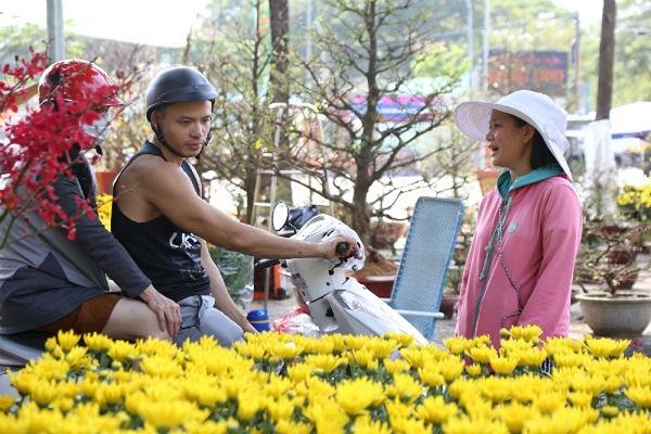 Đi chợ hoa dịp tết