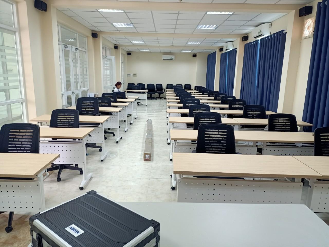 lắp đặt bàn ghế hội trường cao đằng nghề ninh thuận