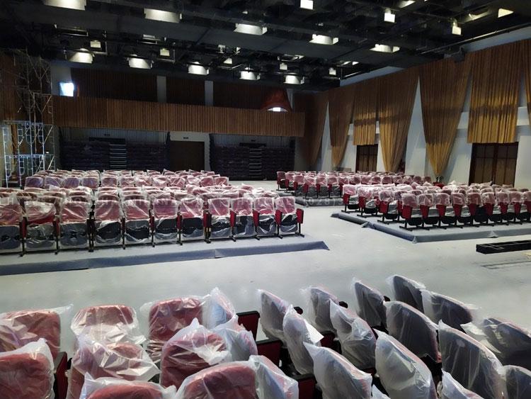 Thiết kế ghế hội trường TC314 kết hợp sàn di động và thảm trải độc quyền của hoaphatmiennam.vn