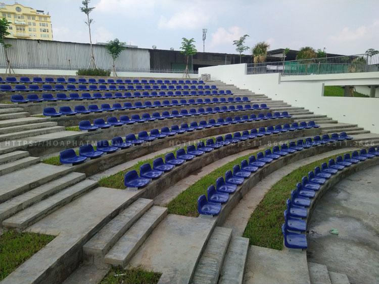 Hình ảnh thi công nâng cấp hệ thống ghế sân vận động bên ngoài nhà hát Hòa Bình