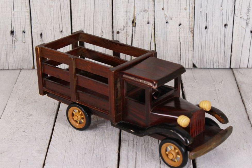 Xe mô hình bằng gỗ trang trí bàn làm việc