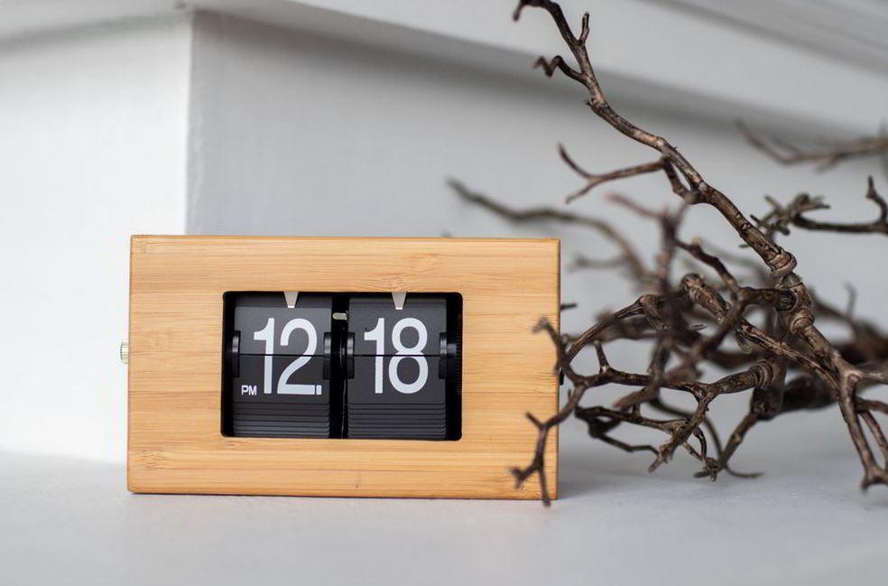 Đồng hồ có thiết kế độc đáo từ gỗ tre ép