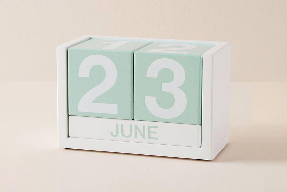 Mẫu lịch thay đổi ngày tháng bằng khối ô vuông độc đáo