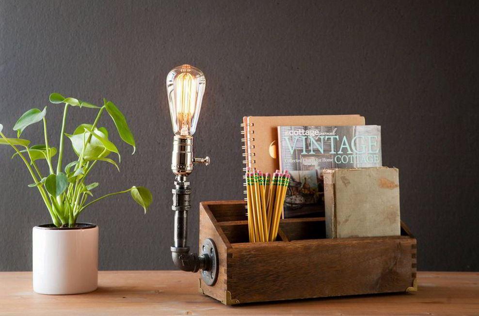 Khay gỗ kết hợp đèn để bàn ống nước