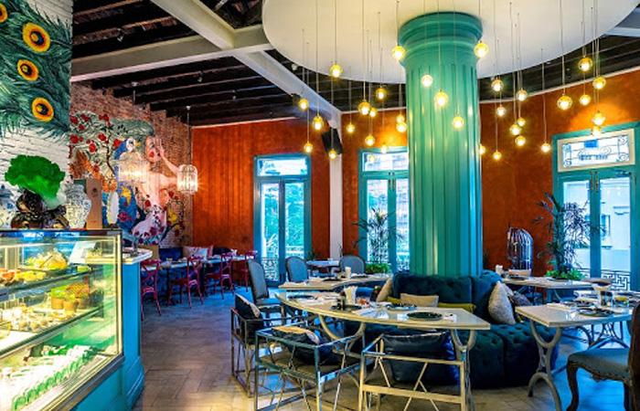Tiệm cafe nghệ thuật Nu Bistro tọa lạc tại Q1