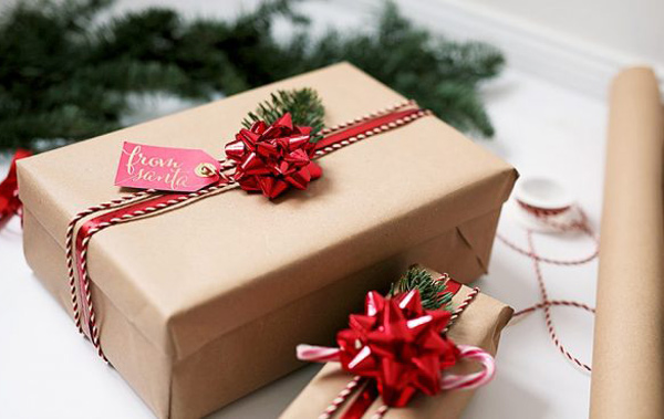 Một mẫu hộp quà làm bằng giấy gói xi măng đơn giãn