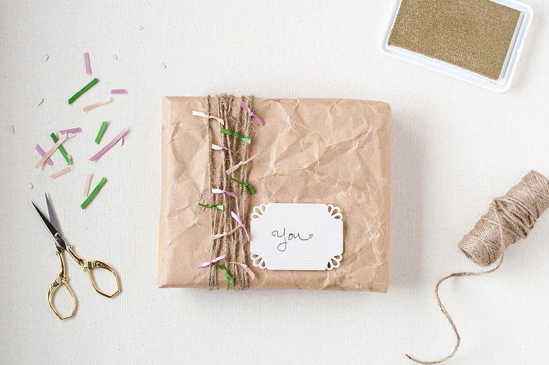 Hộp quà được làm bằng giấy mang lại cho bạn rất nhiều ý nghĩa