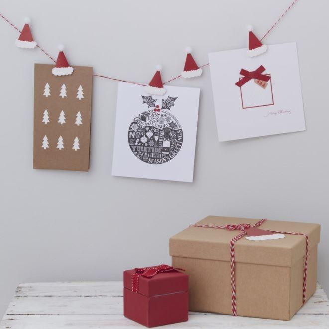 Mỗi khi nhìn thấy những tấm thiệp Noel đầy xinh xắn lòng ta lại cảm thấy vui tươi hơn