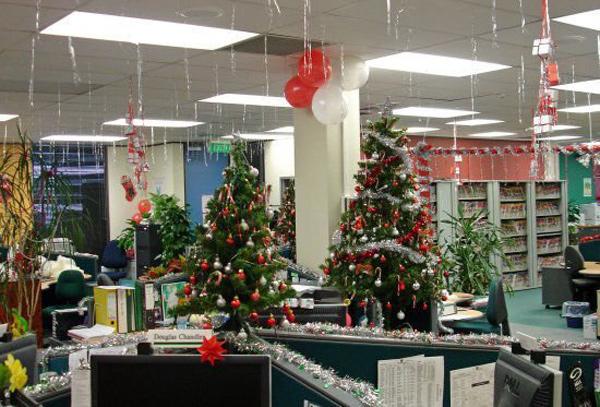 Chọn và trang trí cây Thông Noel cho văn phòng