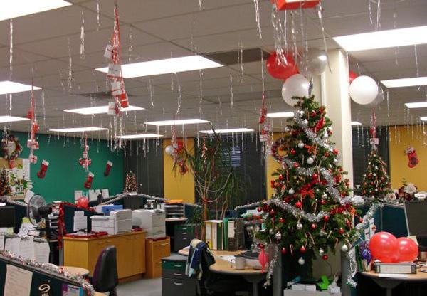 Trang trí Noel cho văn phòng với dây kim tuyến