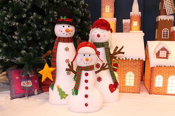 Trang trsi người tuyết cho văn phòng dịp Noel