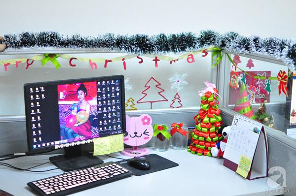 Trang trí bàn làm việc vào Noel