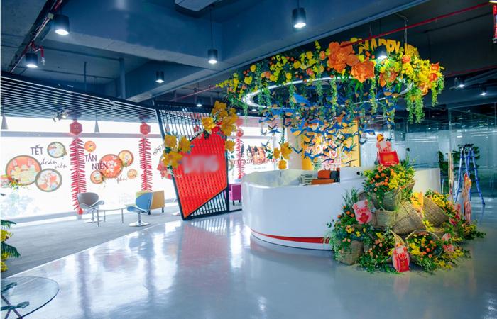 Hình ảnh trang trí Tết của một văn phòng tại Việt Nam