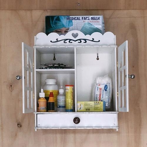 Tủ thuốc với các món đồ cần thiết cho các thành viên trong nhà