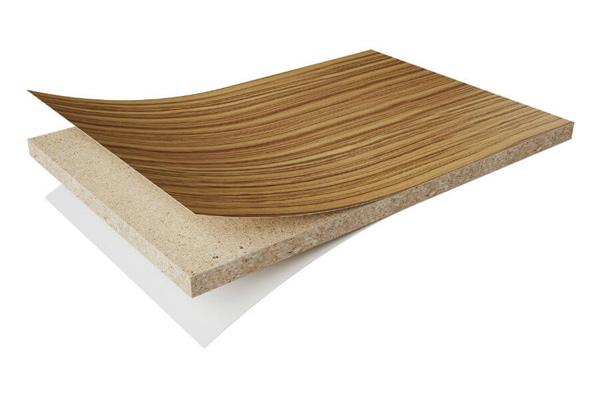 Cấu tạo của một tấm ván gỗ Melamine gồm 2 phần cốt gỗ và lớp Melamine phủ bề mặt