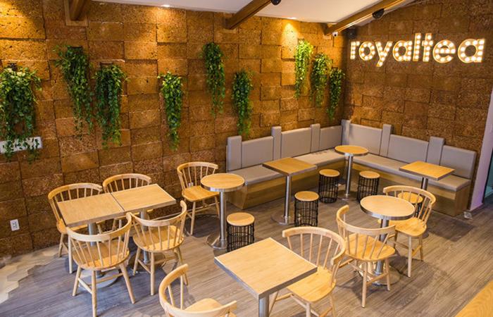 Không gian quán trà sữa Royaltea với decor đẹp mắt