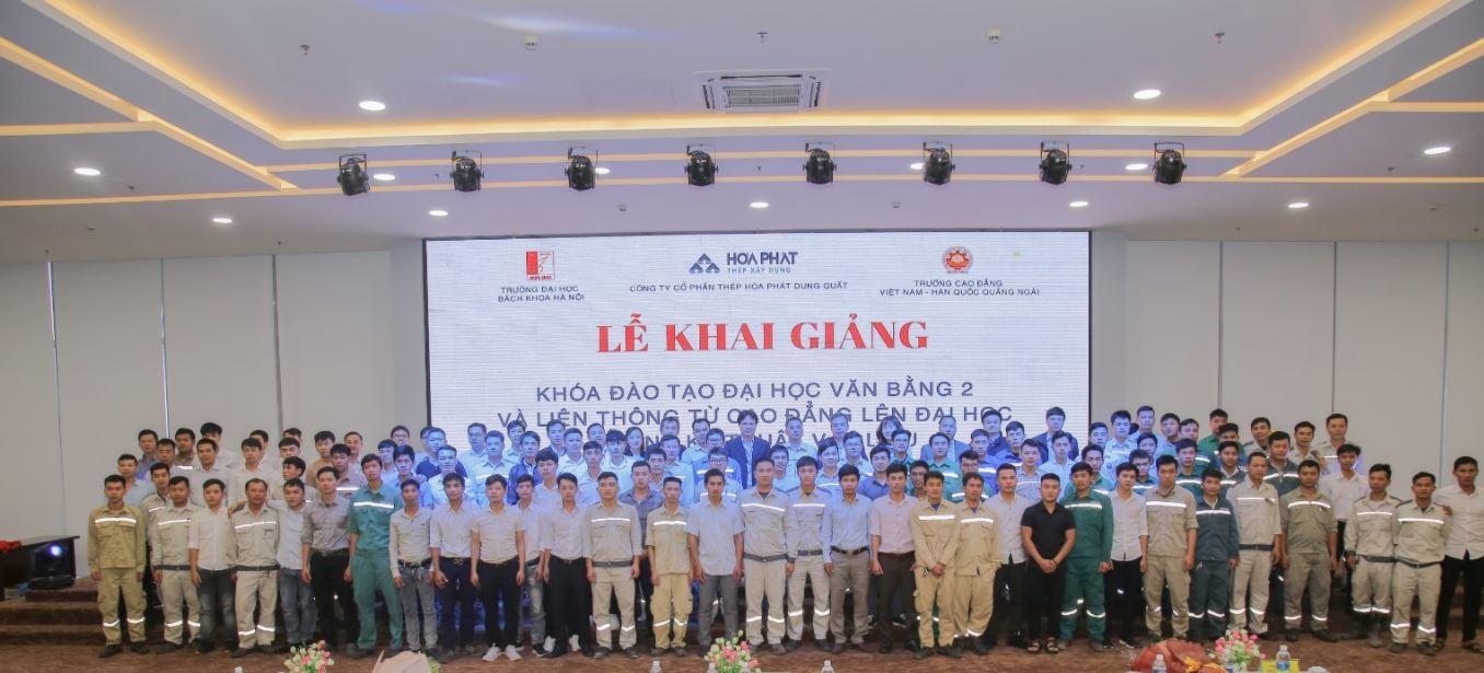 Đại diện Lãnh đạo Trường Đại học Bách khoa Hà Nội, Trường Cao đẳng Việt Nam – Hàn Quốc – Quảng Ngãi, Ban giám đốc, Trưởng phó bộ phận - Công ty Cổ phần Thép Hòa Phát Dung Quất và 111 học viên.